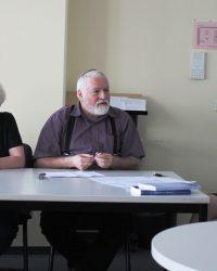 Вопрос участникам задаёт поэт Борис Шапиро